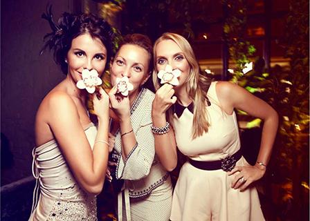 три модерни дами
